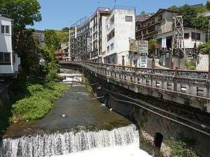 300px-Fujiki_river_-_Yugawara_onsen.jpg